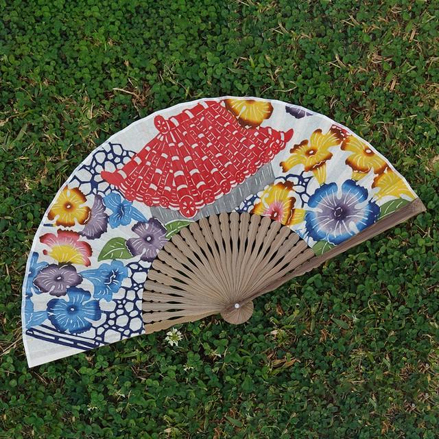 那覇市長賞 受賞!月桃紙に染めた華やかな扇子~首里のまちなみ~