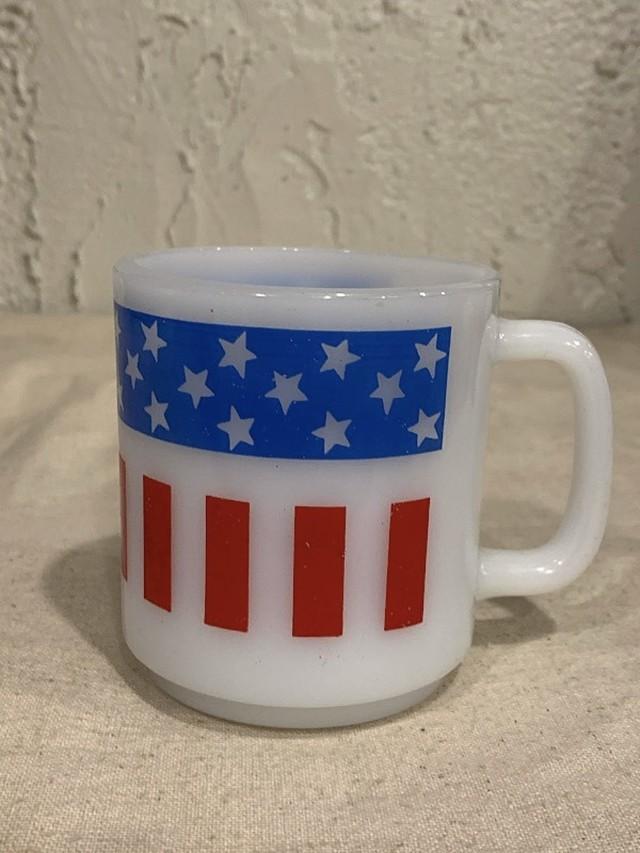 "MILK GLASS MAG "" AMERICAN FLAG """