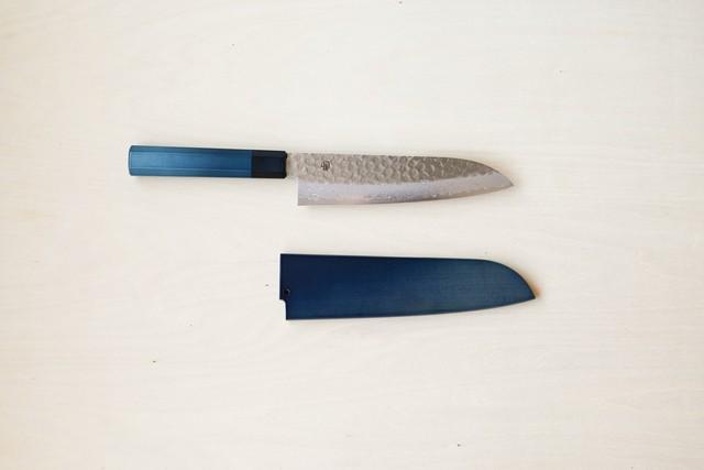 【予約販売】用と美を兼ね備えた1柄|藍包丁「三徳_ダマスカス」鞘付き