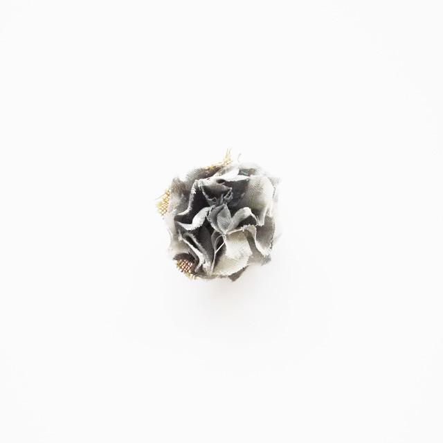 麻のコサージュ〈Sakira small〉Gray