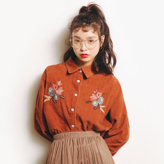 フラワー刺繍コーデュロイシャツ・オレンジブラウン