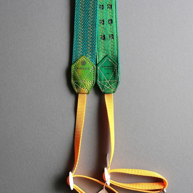30mm幅カメラストラップ_アップルグリーン(裏地若草)(ムラ染め黄緑混色)