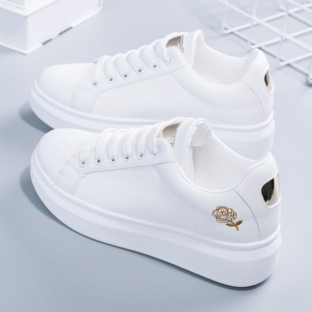 【shoes】刺繡入り目を引くスニーカー