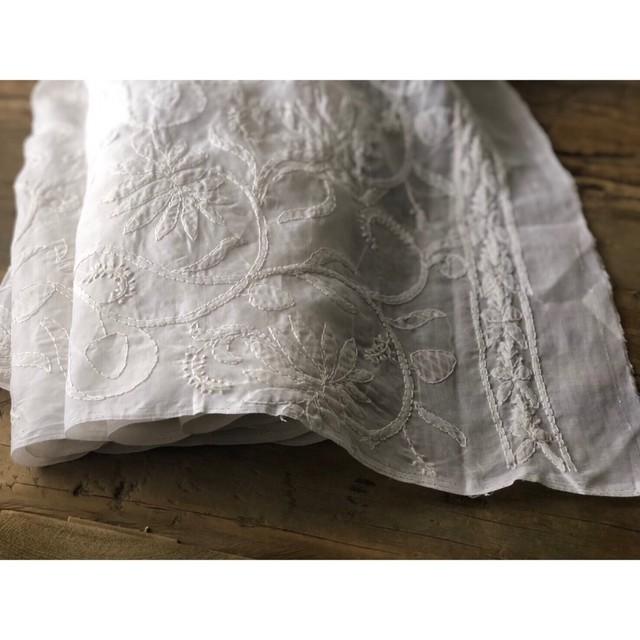 インドの手仕事布  ラクナウ チカン刺繍の白い布 100×200