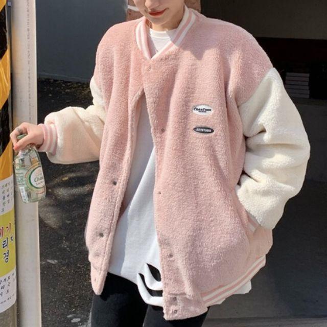 スタジャン ボアジャケット フェイクラムウール ルーズ 韓国ファッション レディース ジャケット アウター ボア キルティング 暖かい ゆったり カジュアル ストリート系 / Imitation lambswool loose uniform jacket (DTC-633328122806)