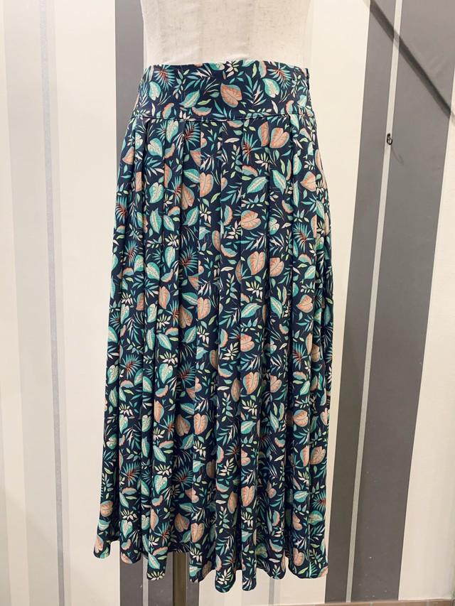 ヨーロピアン柄のプリーツスカート