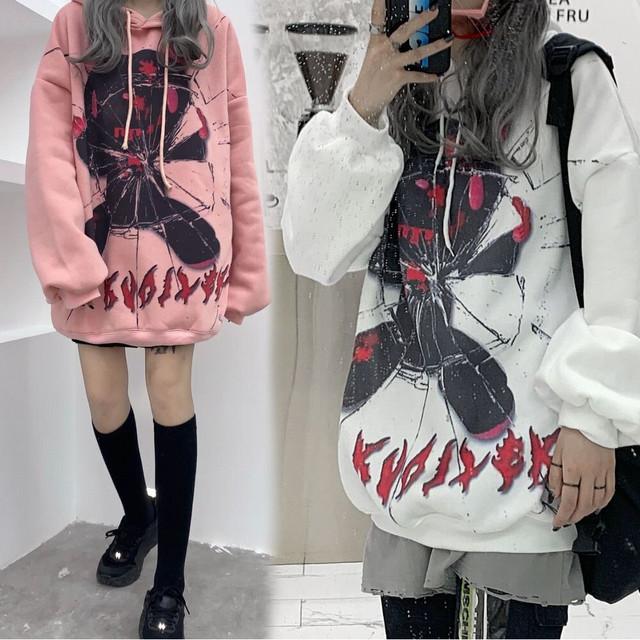 プルオーバー パーカー クマ ベアー グラフィティプリント ルーズ 韓国ファッション レディース オーバーサイズ カジュアル ストリート / Graffiti Print Loose Plus Fleece Hooded Sweater (DTC-630321706131)