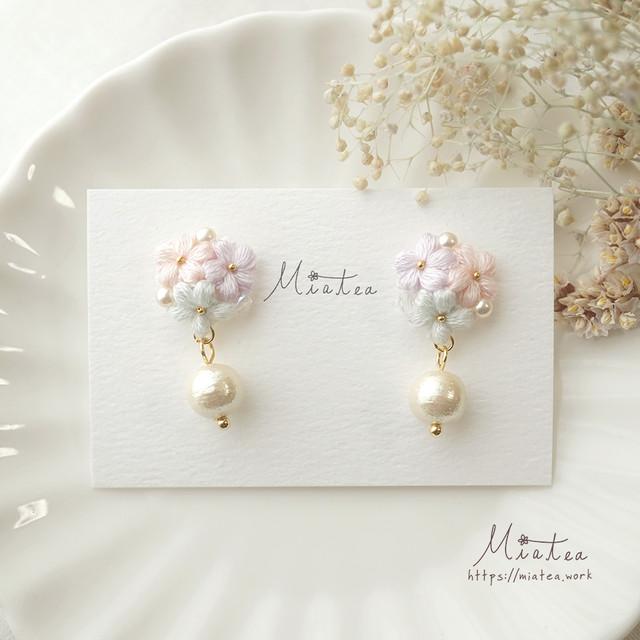 三つ花のブーケ「午後のティータイム」*刺繍糸のお花ピアス/イヤリング