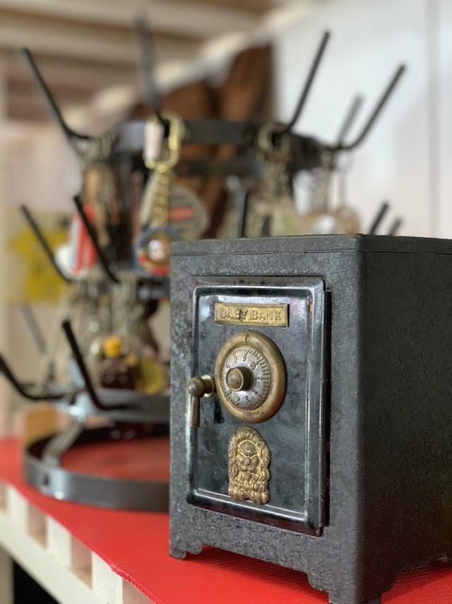 ミニ金庫風貯金箱