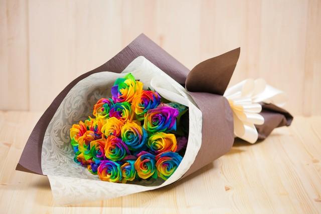 【プレゼントにぴったり】花束/レインボーローズ/バラの花束