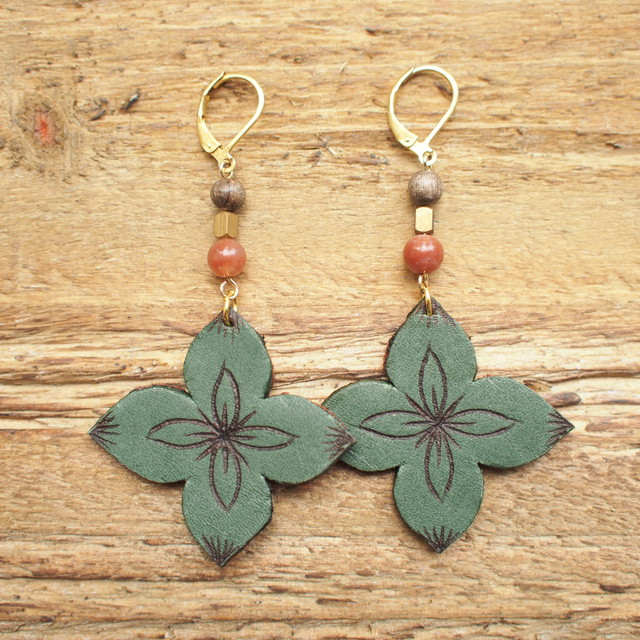 Leather Flower Pierce / Green