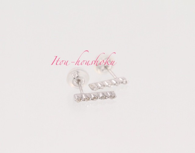 K18ホワイトゴールドダイヤ計0.07ctピアス ○