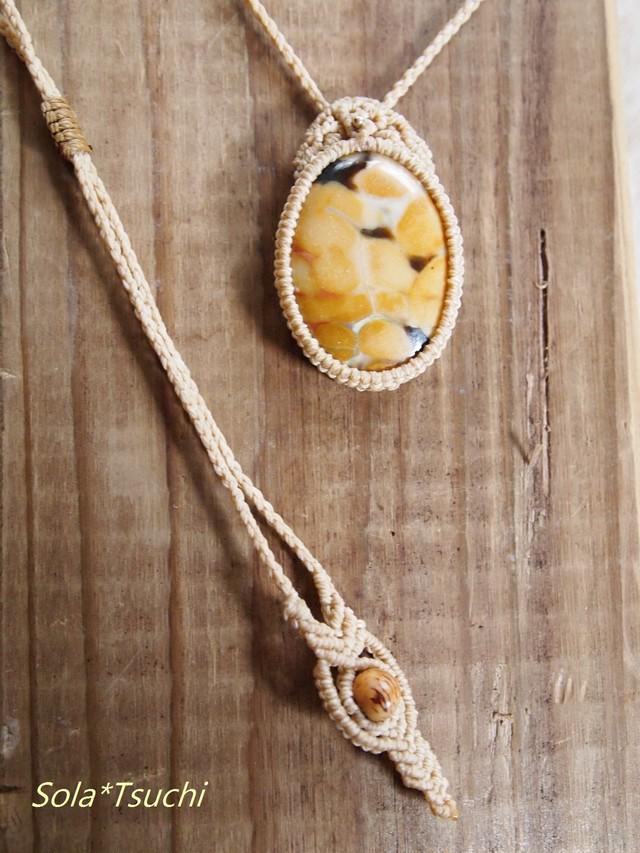 木の化石 ペトリファイドウッドのマクラメ編みペンダント