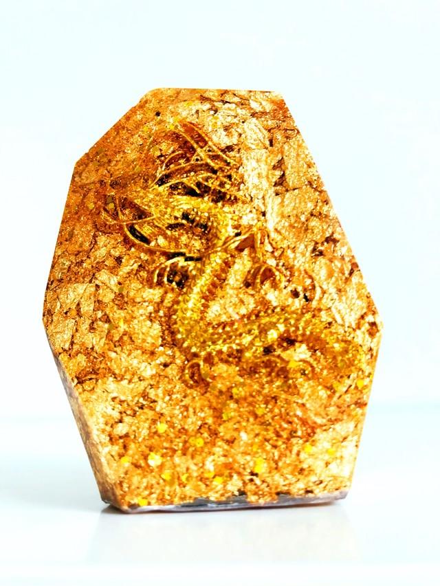 鉱石型黄金龍オルゴナイト