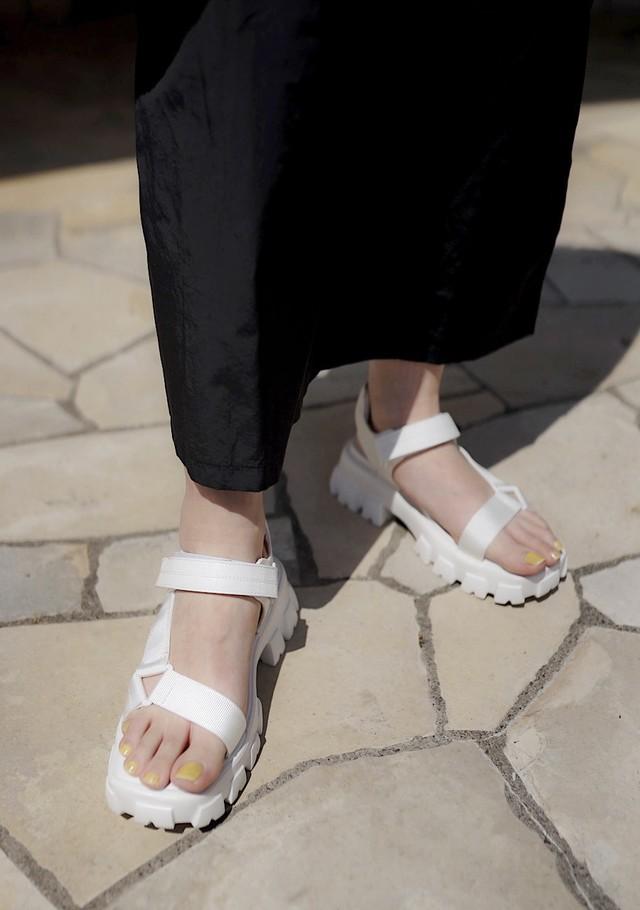 Volume sporty sandals