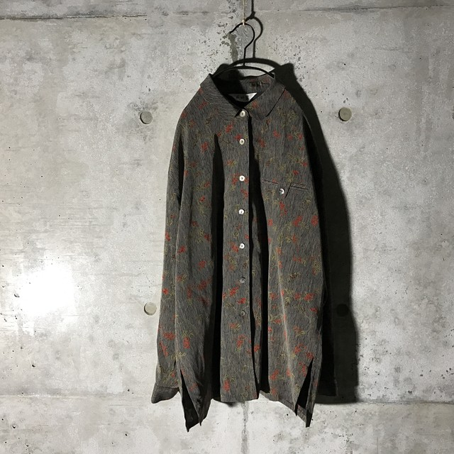 [used] small flowers designed shirt
