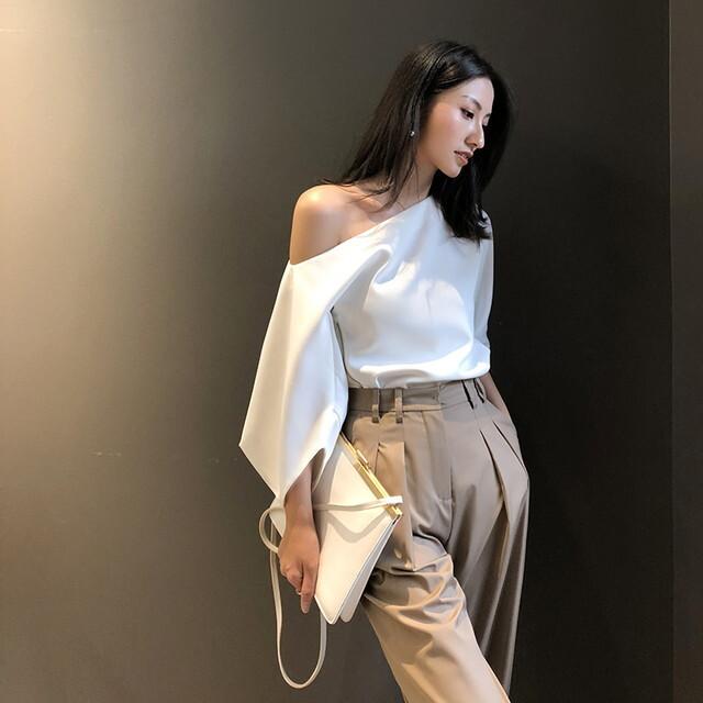 P6400 シャツ シャツブラウス 五分袖 5分袖 オフショルダー トップス ワンショルダー トップス 白シャツ 白ブラウス 白いブラウス きれいめ 上品 フェミニン 大人女子ファッション