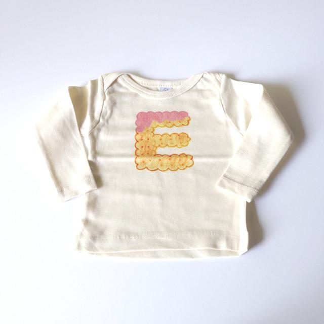 ビスケットアルファベット ベビーTシャツ (イチゴ) ● organic cotton 100%【受注生産】