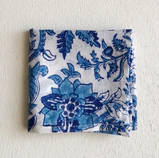 【再入荷】インドの布《木版ハンカチNo.06》 インド綿ボイル ブルー 花