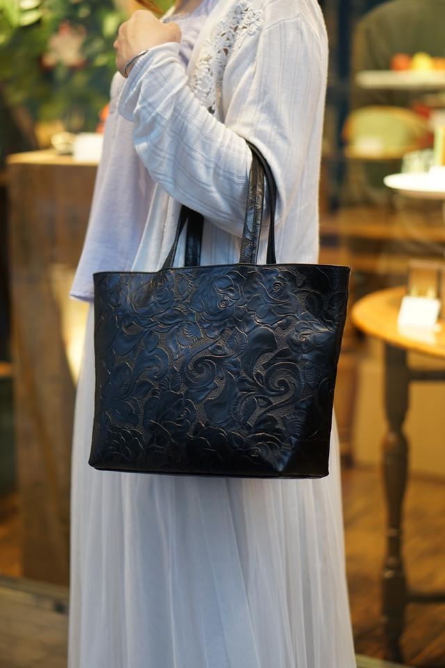 【数量限定】レトロな薔薇レザーのトートバッグ|黒色(牛革製)