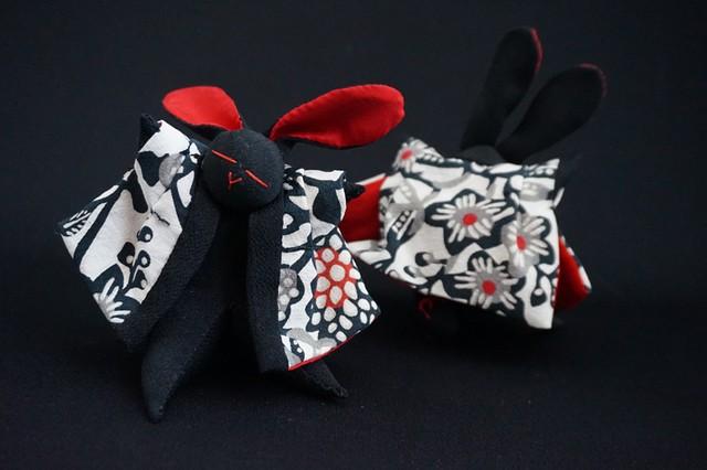 着物、和服の古布人形「どてらうさぎ」黒A - メイン画像