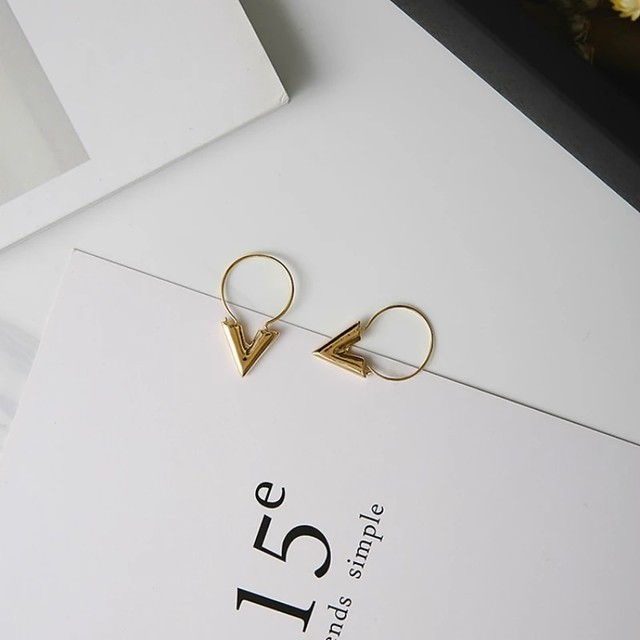 V Earrings♥