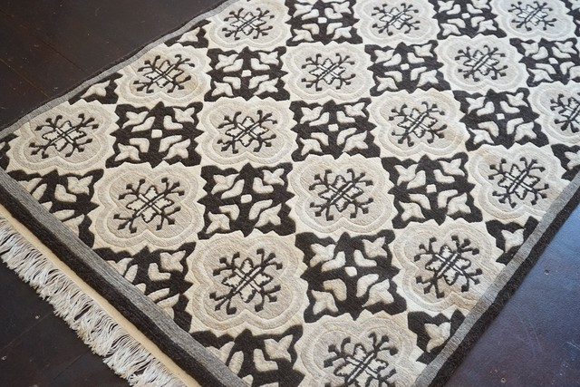 NATURAL FLOWER DIAMOND FLOOR RUG