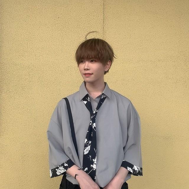 【ゆうぴーまんさん着用】タイダイ柄ネクタイ付き・レトロな半袖シャツ