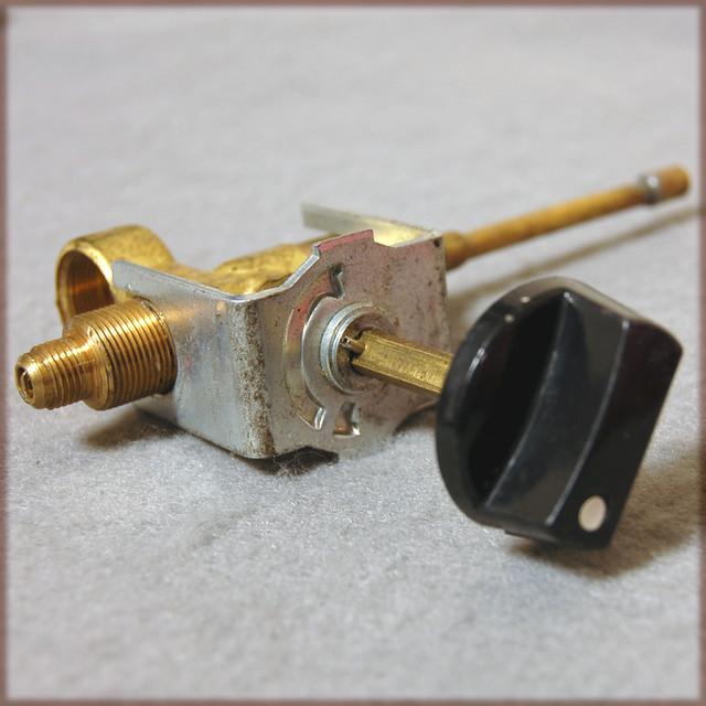 コールマン 275ランタン用バルブアッセンブリー 275A6571 新品NOSです。