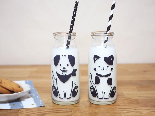 『わんちゃん & ねこちゃん』『冷感ミルクボトル 牛乳 スマイルグラス』*子供 笑顔 牛乳 着せ替え ボトル 犬 猫
