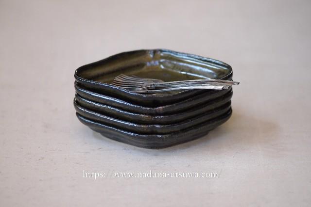 余宮隆 鉄釉菱形皿