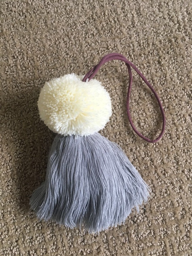 Intrinsic Flair (イントリンシック・フレア)Pom Pom, Cream And Gray