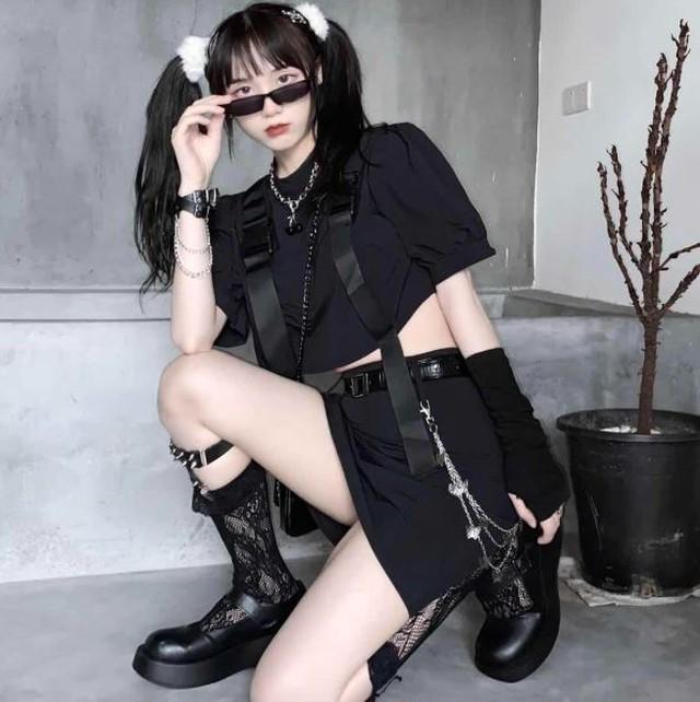 上下セット トップス スカート Tシャツ カットソー 黒 ブラック ショート丈 ストリート カジュアル セクシー ピープス オルチャン 韓国ファッション 1480
