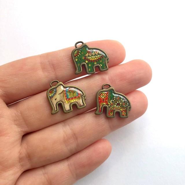 象のイラストメタルチャーム