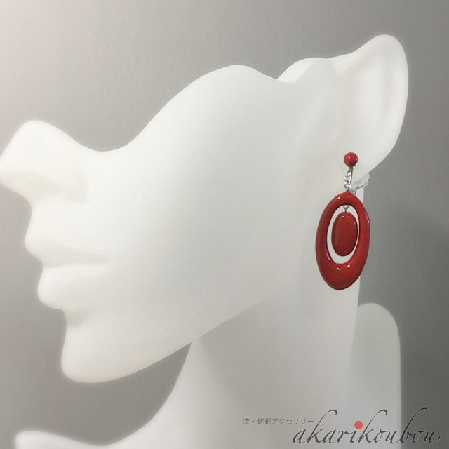 朱漆塗りダブル楕円イヤリング Double oval earrings of the vermilion lacquer coating