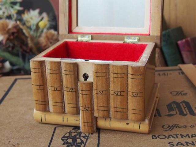 アンティーク モシュリンヌの木箱