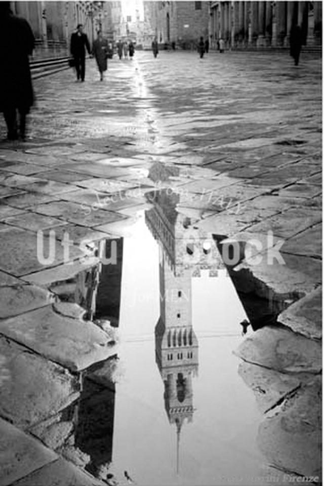1948年撮影 イタリア ヴェッキオ宮殿 水たまり【335194801】