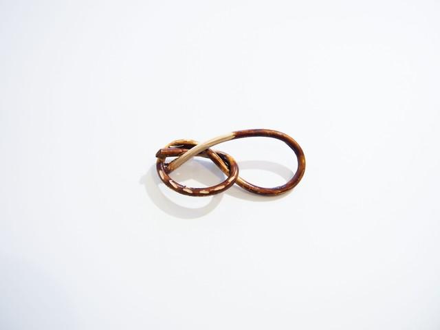 itashiori|pretzel brooch