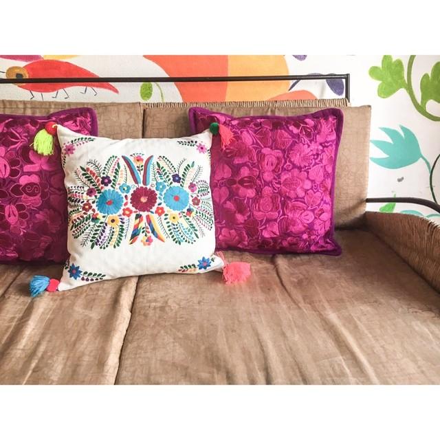 【再入荷】Mexican Embroidered Cushion Cover with Pompon