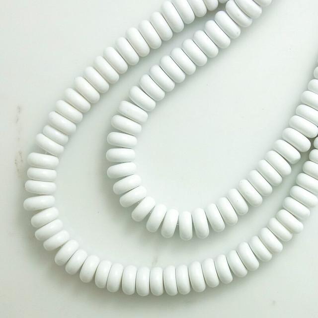 【457GB-N1】15pcsホワイト カラフルガラスビーズ スペーサー  3×8mm