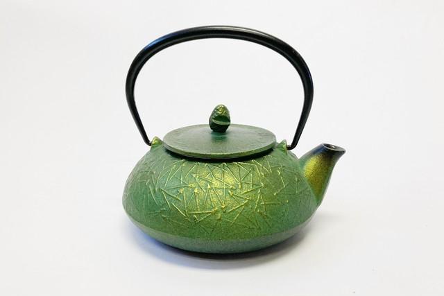 南部鉄器 鉄瓶 松葉 緑茶色 0.5L