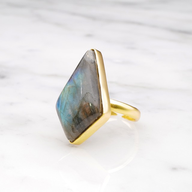 SINGLE BIG STONE RING GOLD 132