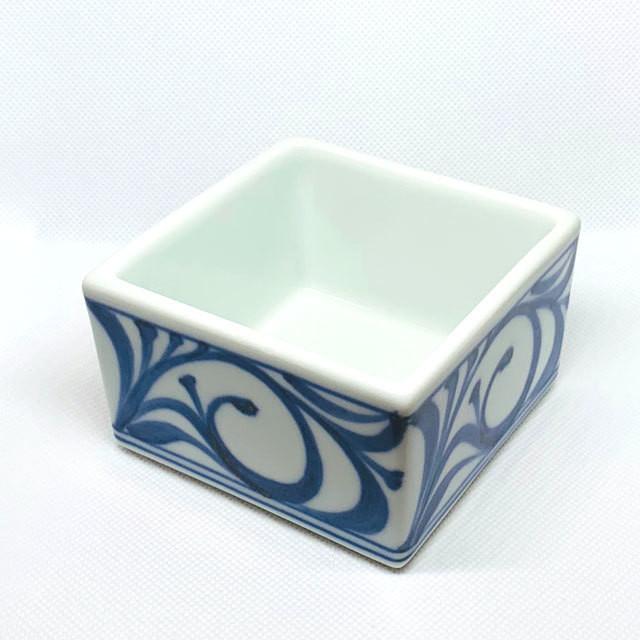 【砥部焼/梅山窯】6寸四方曲鉢(赤菊)