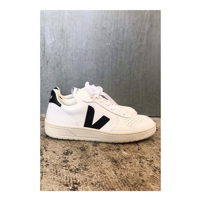 VEJA1631-0004-White/Black V-10