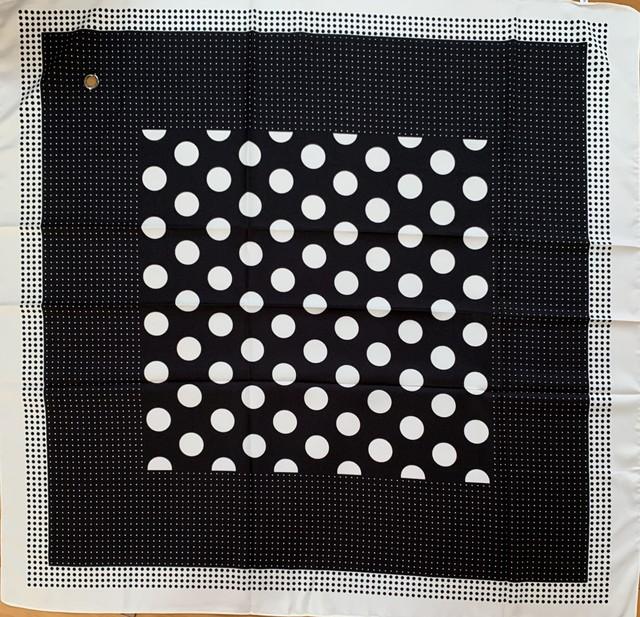 スカーフ(穴あき)90×90