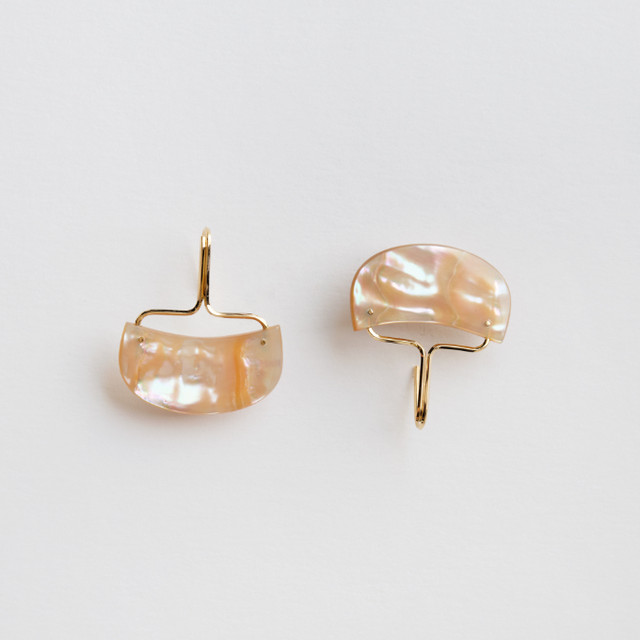 """""""to sea""""  Shell hook earrings /size: S"""