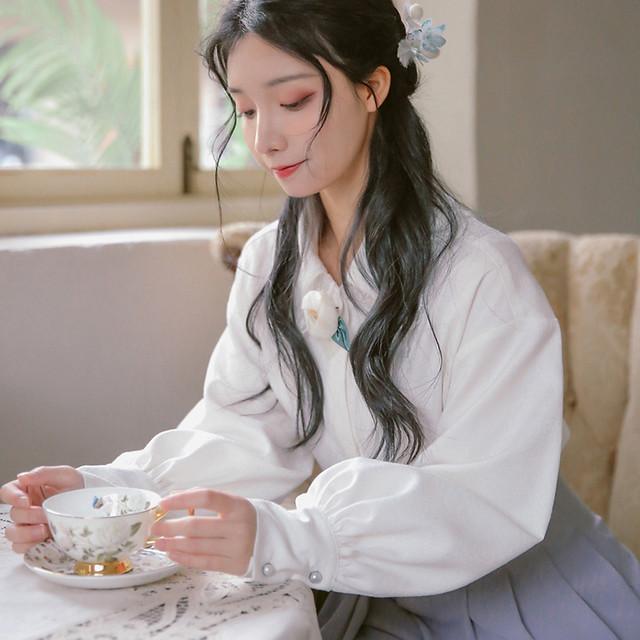 【梅子熟了シリーズ】★チャイナ風シャツ★ トップス 花 エレガント ホワイト 白 オリジナル 合わせやすい