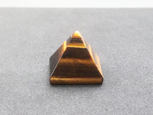 ピラミッド型のタイガーアイ