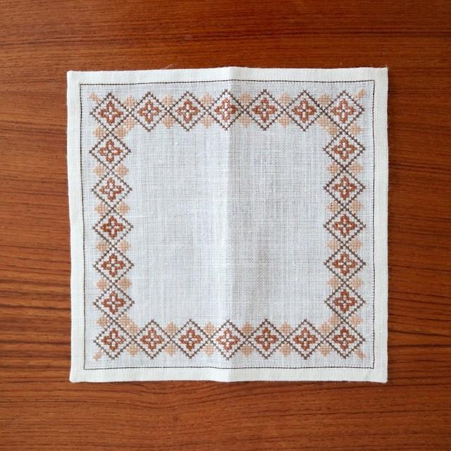 スウェーデン / ドイリー ティーマット 刺繍 ブラウン