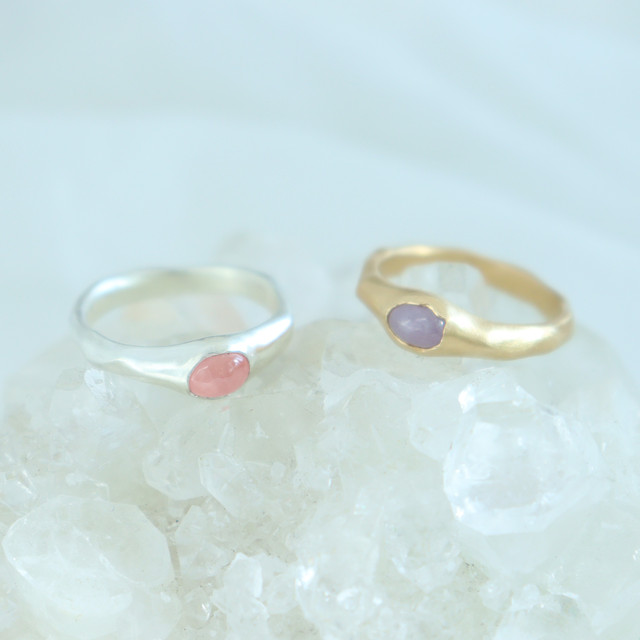 Ring / Oval gem  ( Pink or  Purple )